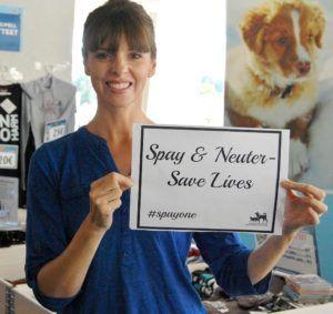 Maailmankuulu kouluttaja Victoria Stilwell on mukana #spayone-kampanjassa puhumassa kestävän eläinsuojelutyön puolesta.