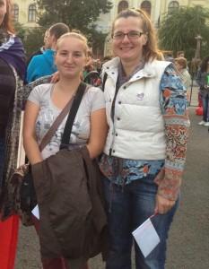 Alina ja Anda Yes! We Care!- protestissa Bukarestissa 27.9.